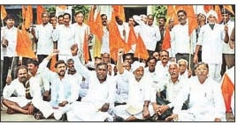 Cane farmers stage dharna