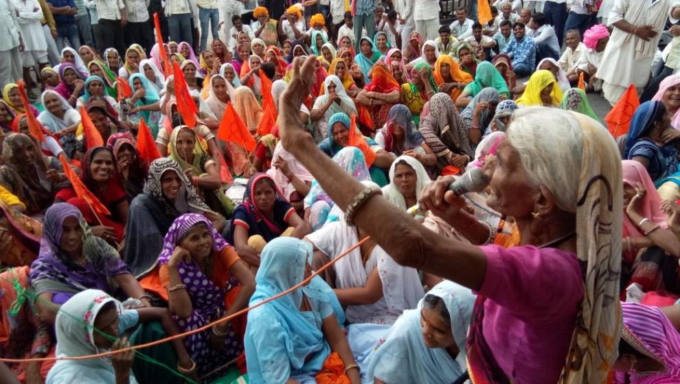 राजस्थान - महिलाए धरना देकर किसान संघ के आंदोलन में शामिल